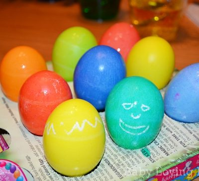 Making Bright Easter Eggs with Paas Egg Decorating Kits and Heinz Vinegar!