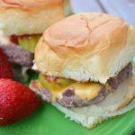 My Husband's Easy American Sliders Recipe #KingsHawaiian