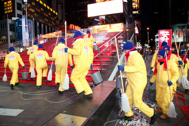 Mr Clean Cleans Up Times Square New Years 2014