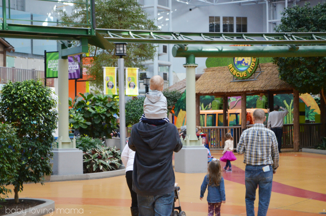 Mall of America Nickelodeon Universe Toddler on Dad Shouldersl