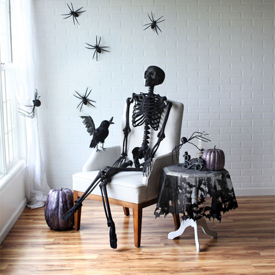 black-glitter-skeleton-halloween-scene