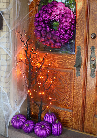 purple-pumpkin-entryway-halloween-scene