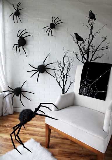 spiders-crawling-up-the-wall-halloween-scene