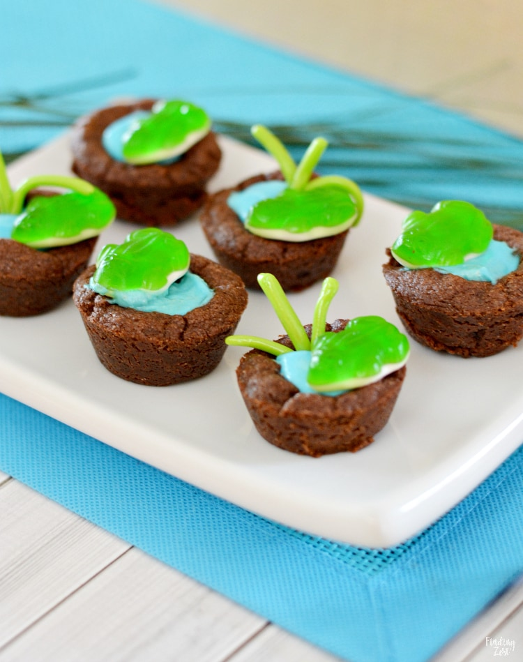 Frog Pond Cookie Cup Recipe featuring chocolate cookie cups filled with pudding for kids!