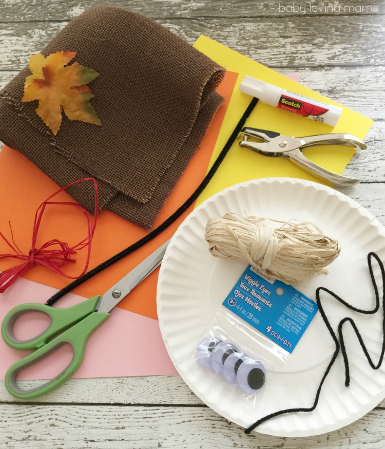 Created by Christine Leeper it features a sweet paper plate face with raffia hair and a construction paper hat. This scarecrow craft is sure to be a hit ... & Scarecrow Paper Plate Craft for Thanksgiving
