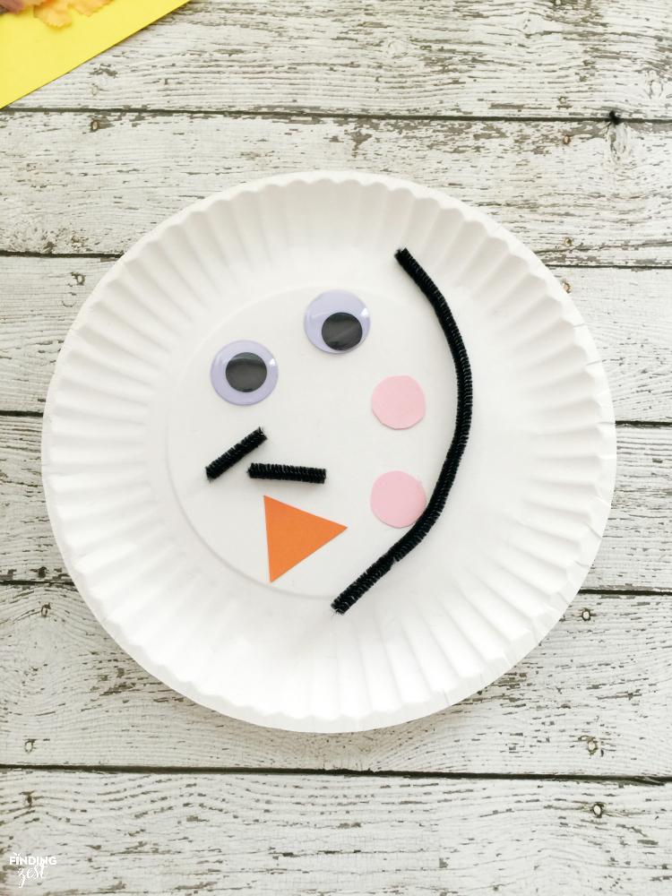 Learn how to make this Scarecrow Paper Plate Craft for Thanksgiving or fall! This kid : paper plate scarecrow craft - pezcame.com
