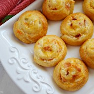 Cheesy Bacon Pinwheels Appetizer