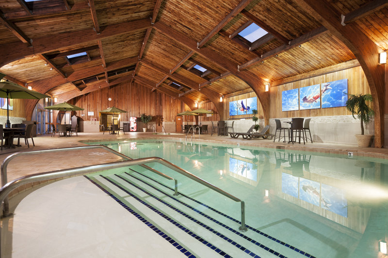 Radisson hotel in Roseville, Minnesota. The hotel offers many amenities such as a large pool area, Starbuck's coffee and exercise room. Hospitality photography by Minneapolis architectural photographer James Michael Kruger with LandMark Photography.