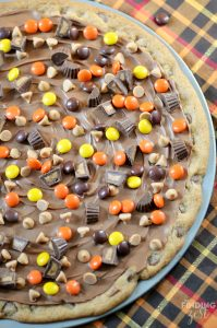 Easy Peanut Butter Chocolate Cookie Pizza
