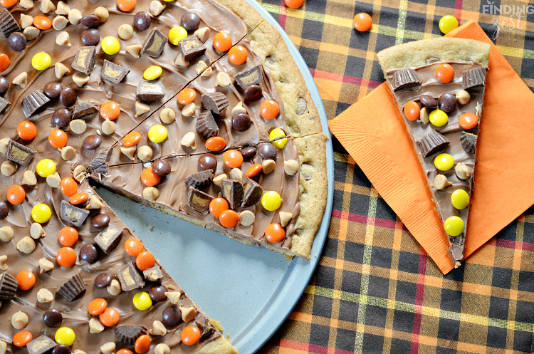 This peanut butter chocolate chip cookie pizza features a chewy chocolate chip cookie base and is covered in peanut butter candies and chocolate! It is sure to impress a crowd!