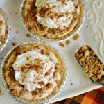 Easy Mini Pumpkin Pies with Crumb Topping