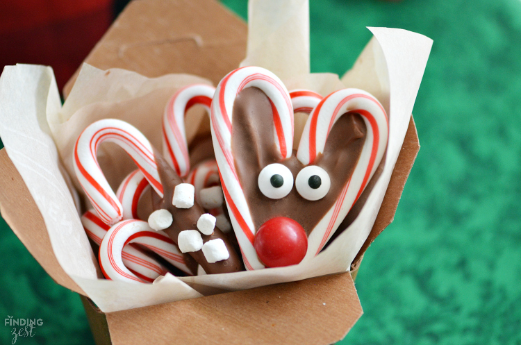 These chocolate dipped candy canes with marshmallows are perfect for kids to make as homemade gifts. Pair them with mugs and cocoa for a tasty gift basket or present them on their own. Such a simple but fun holiday food gift.