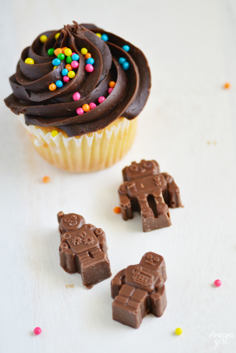 Making your own chocolate robot cupcake topper is super fun and easy! Perfect for just because or for a robot birthday party celebration!