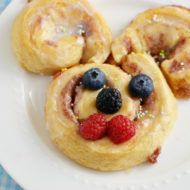 Easy Easter Cinnamon Rolls