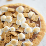Easy Smores Dessert Pizza with Nutella