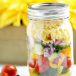 Mason Jar Pasta Salad: Perfect for a Picnic