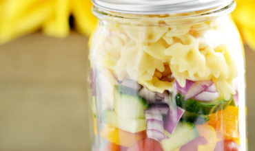 Mason Jar Pasta Salad: Perfect for a Picnic