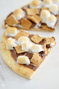 This easy Smores Dessert Pizza can be ready in just 10 mins with only 4 ingredients. Enjoy a kid-friendly dessert with Nutella year round! This summer favorite just got a new twist but still features classic marshmallows and chocolate. Yum!