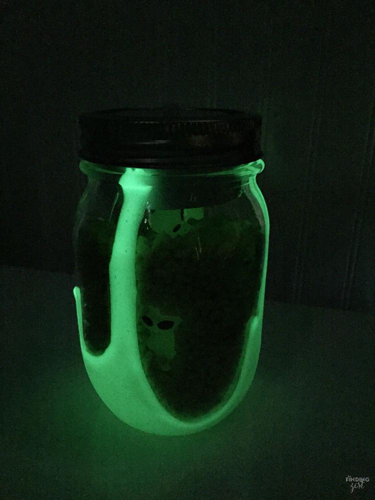 Glow in the Dark DIY Mason Jar Nightlight