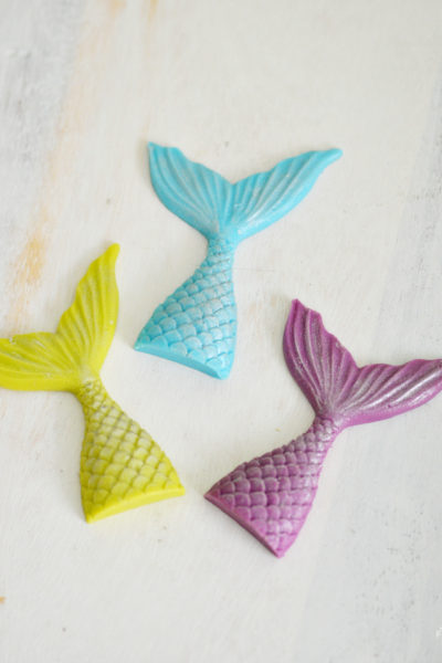 Looking for easy mermaid party ideas? Learn how to make a shimmering chocolate mermaid tail. Perfect for birthday cakes, cupcakes, party favors, garnish and more!