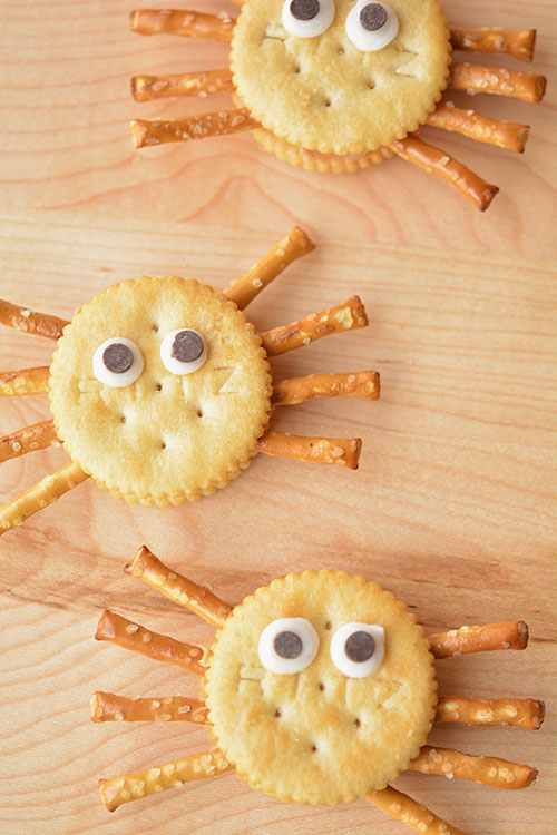 Try these deliciously spooky Halloween spider recipes! Over 20 easy Halloween food ideas are shared including spiders and spider webs. Make them for a Halloween party or to simply surprise your kids!