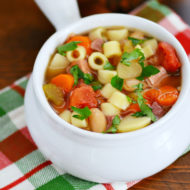 Easy Slow Cooker Minestrone Soup