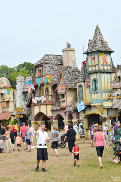 See what cool things we experienced during our recent trip to River South, Minnesota including a stay at Mystic Lake Casino and visits to Valleyfair theme and water park and the Minnesota Renaissance Festival! This area is loaded with family fun!
