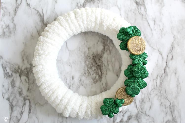 shamrock wreath st patricks day diy decorations