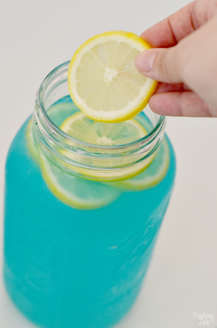 Blue Lemonade Punch with Lemon Slices