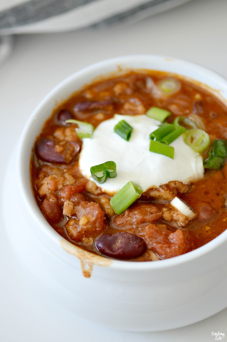 Homemade chili with turkey is an easy dinner option on busy nights! Your whole family with love this healthy dinner that is loaded with flavor. Give this turkey chili recipe a try!