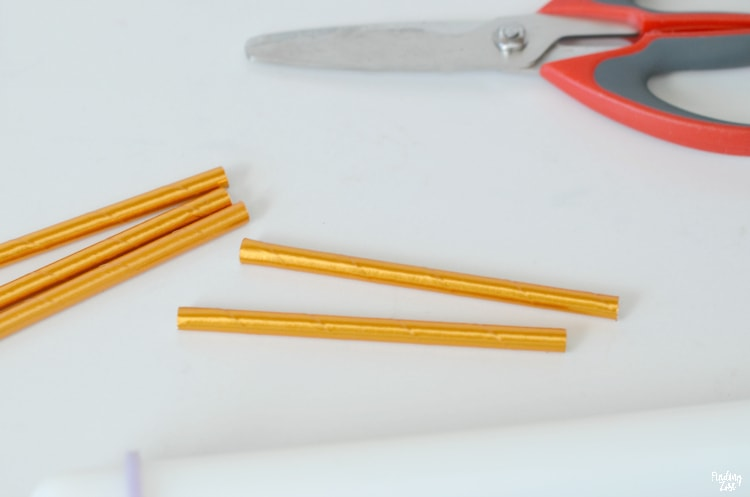 Cutting gold straws