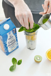 Adding spinach to fruit smoothie