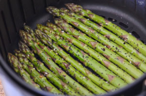Asparagus in the air fryer in single layer